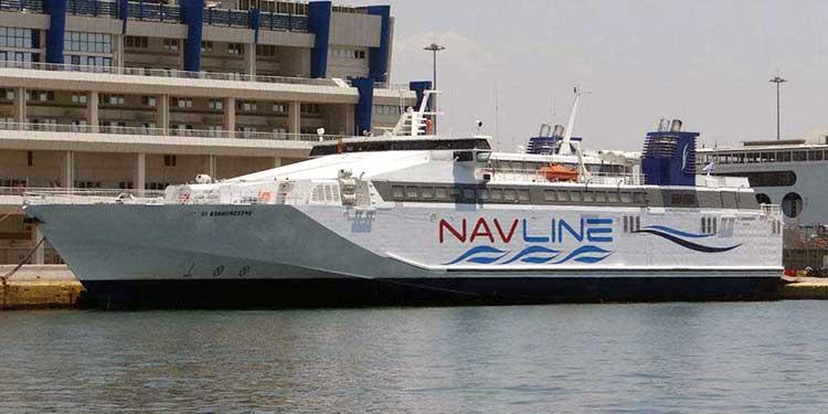 Bateau Navline speedrunner III à quai
